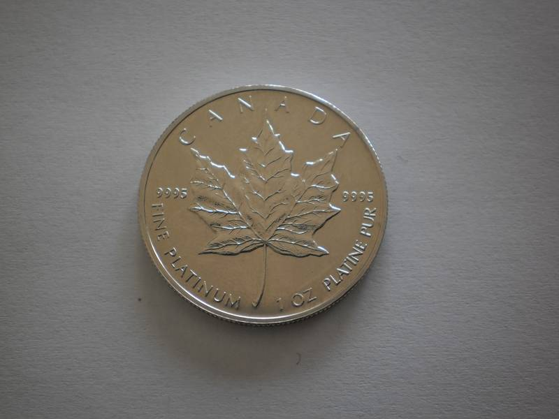 Canadian fine platinum Maple Leaf Queen Elizabeth II of one troy ounce